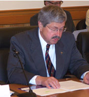 Former Iowa Governor Terry Branstad. (file photo)