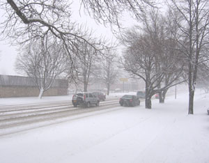 Snowy Des Moines street.