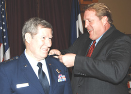 Governor Culver pins a third star on General Ron Dardis.