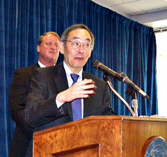 Energy Secretary Steven Chu talks as Governor Culver listens.