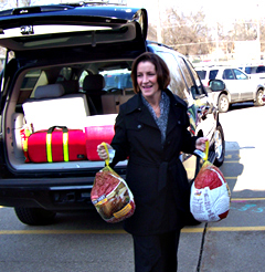 First Lady Mari Culver delivering turkeys to a Des Moines youth shelter.