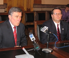 National Drug Czar Gil Kerlikowske, Gary Kendell, Director of Iowa Office of Drug Control Policy (l-r)