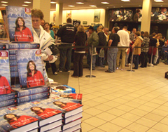 Hundreds file through Sioux City's Barnes & Noble to get Sarah Palin's autograph.
