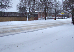 Snow accumulating on a Des Moines street.