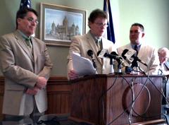 Democrat leaders Mike Gronstal, Patrick Murphy, Kevin McCarthy (l-r).