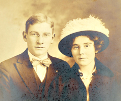 Neva Morris wedding photo 1914.
