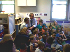 Governor Culver poses for a photo with preschool kids.