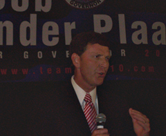Bob Vander Plaats talks to supporters.
