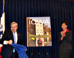 Governor Branstad and Lieutenant Governor Reynolds unveiled the winner of the Iowa Travel Guide photo contest.