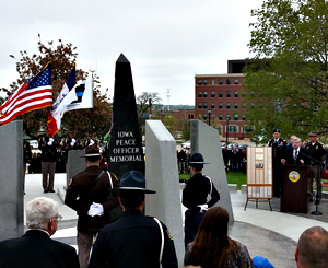 Governor Branstad speaks at ceremony honoring fallen law officers.