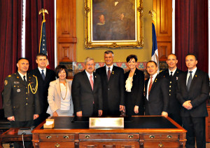 Kosovo Prime Minster Hashim Thaçi stands between Governor Branstad and Lt. Governor Reynolds.