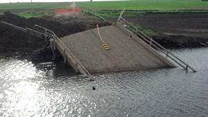 bridge-collapse-lemars-Jun-