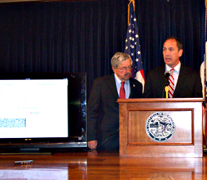 Governor Branstad and DOT director Paul Trombino (L-R) talk about online driver's license renewal.