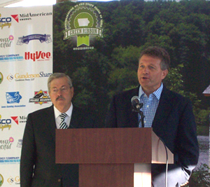 Governor Terry Branstad & Green Ribbon Commission chair Joe Gunderson. (L-R)