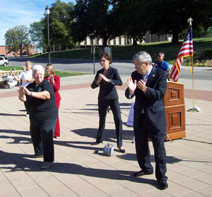 Governor Branstad and Lt. Governor Reynolds do Tai Chi in front of the capitol.