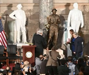 State and federal officials view the new statue.