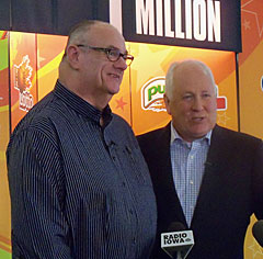 Powerball winner Richard Watson and Iowa Lottery CEO Terry Rich. (L-R)