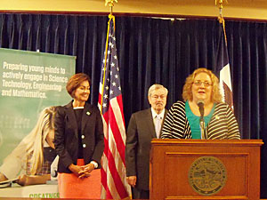 Boone Science teacher Shelly Vanyo talks about STEM with Governor Branstad and Lt. Governor Reynolds.