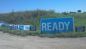 Signs leading into final Harkin Steak Fry.