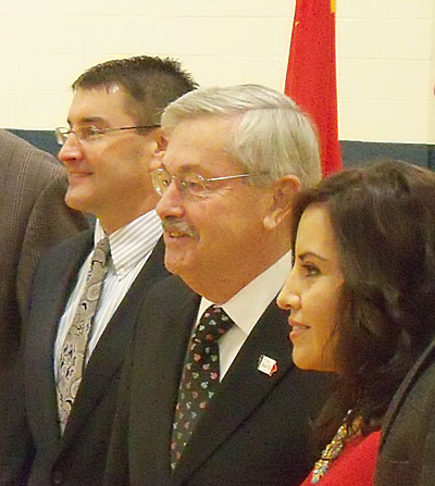 Department of Education director Brad Buck (left) with Governor Terry Branstad honoring Teacher of the Year Clemencia Spizzirri.