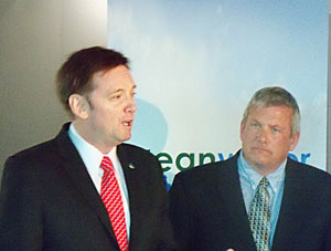 Kirk Hanlin and Bill Northey (L-R)