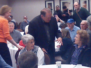 Mike Huckabee talking with people in Sioux City.