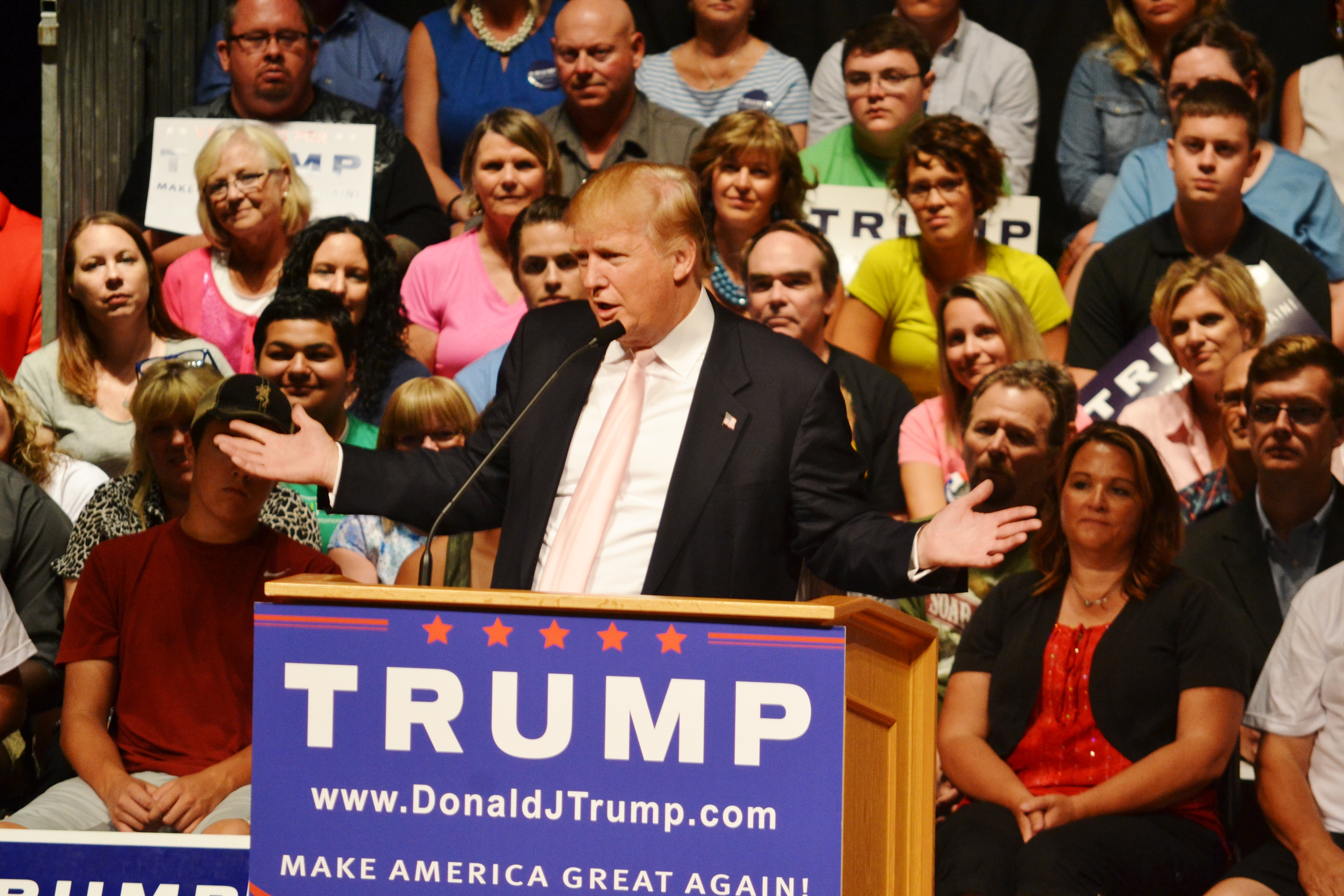 'The gloves are off,' Trump says as he goes after Iowa ...