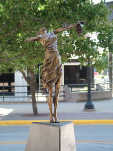 This Goddess of the Grapes statue was stolen form its pedestal in Sioux City.