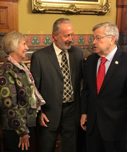 Carol and Don Johnson talk with Governor Terry Branstad.