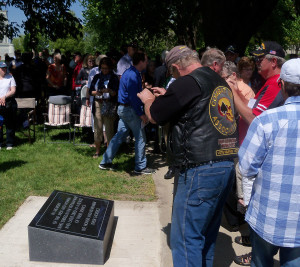 Veterans view the new plaque.