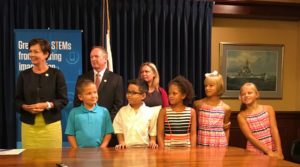 Lt. Governor Kim Reynolds with Jeff Weld, Heather Anderson and five of her second grade students.