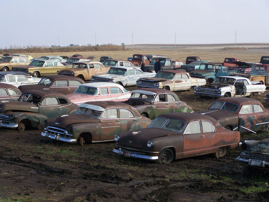 Le Mars auction features several vintage cars and trucks