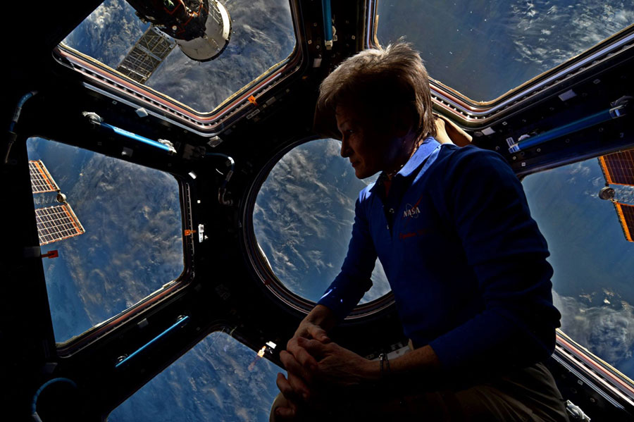 which astronaut remained in the space for the longest period of time - photo #22