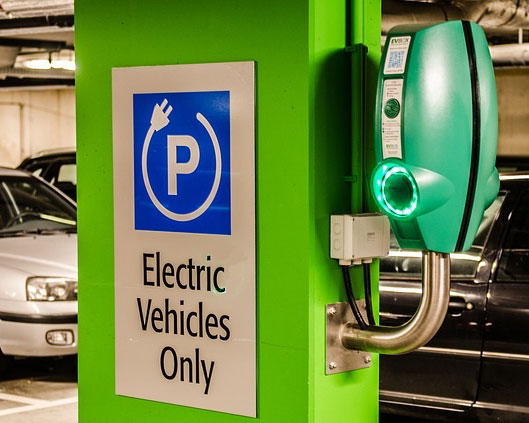 Iowa House Votes For New Electric Car Registration Fee