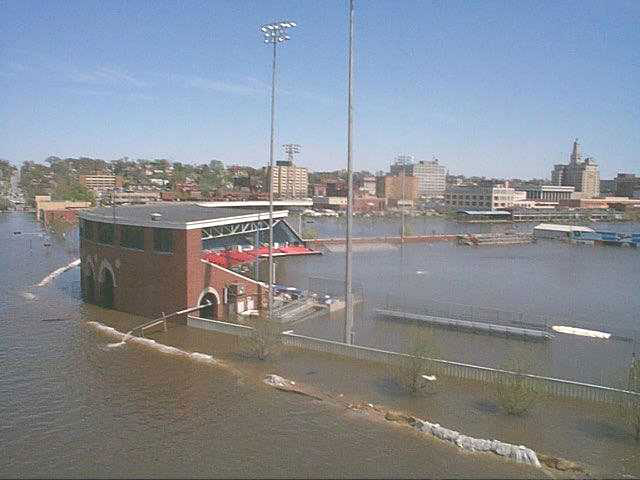 American Rivers group says levee build up makes Upper