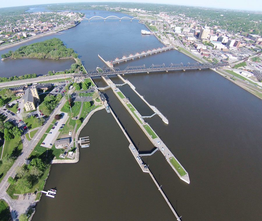 Upper Mississippi River locks closing as flood waters rise